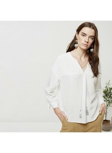 Yargıcı Roba Detaylı Gömlek Beyaz